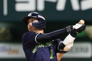 八回、ヤクルト・山田哲人が、この日2本目の本塁打を放つ(撮影・村本聡)