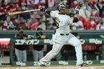 7回、勝ち越しのソロ本塁打を放つ巨人・ウィーラー=マツダスタジアム(撮影・中島信生)
