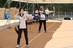 奈良県生駒市の練習場で練習を公開した東京五輪アーチェリー女子代表、山内梓(近大職員、右奥は古川高晴。撮影・平野佑治)